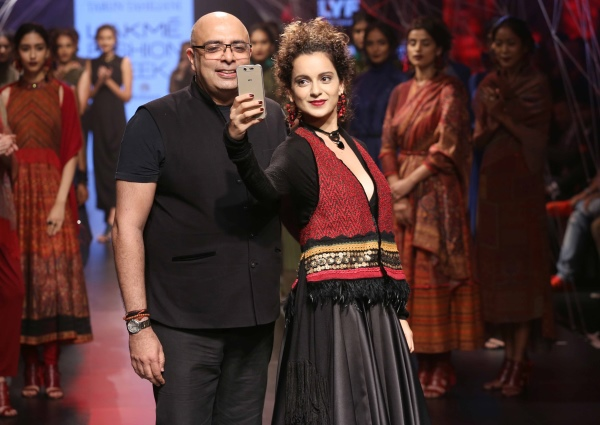 Tarun Tahiliani and Kangana Ranaut at Lakme Fashion Week 2016
