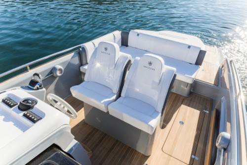 The steering area of Invictus 280GT has a  double ergonomic seat