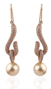 Mirari earrings crafted in 18 karat yellow gold with diamonds and golden pearl